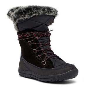 BEARPAW Whitney Lace Up Waterproof Boots! Size 9.